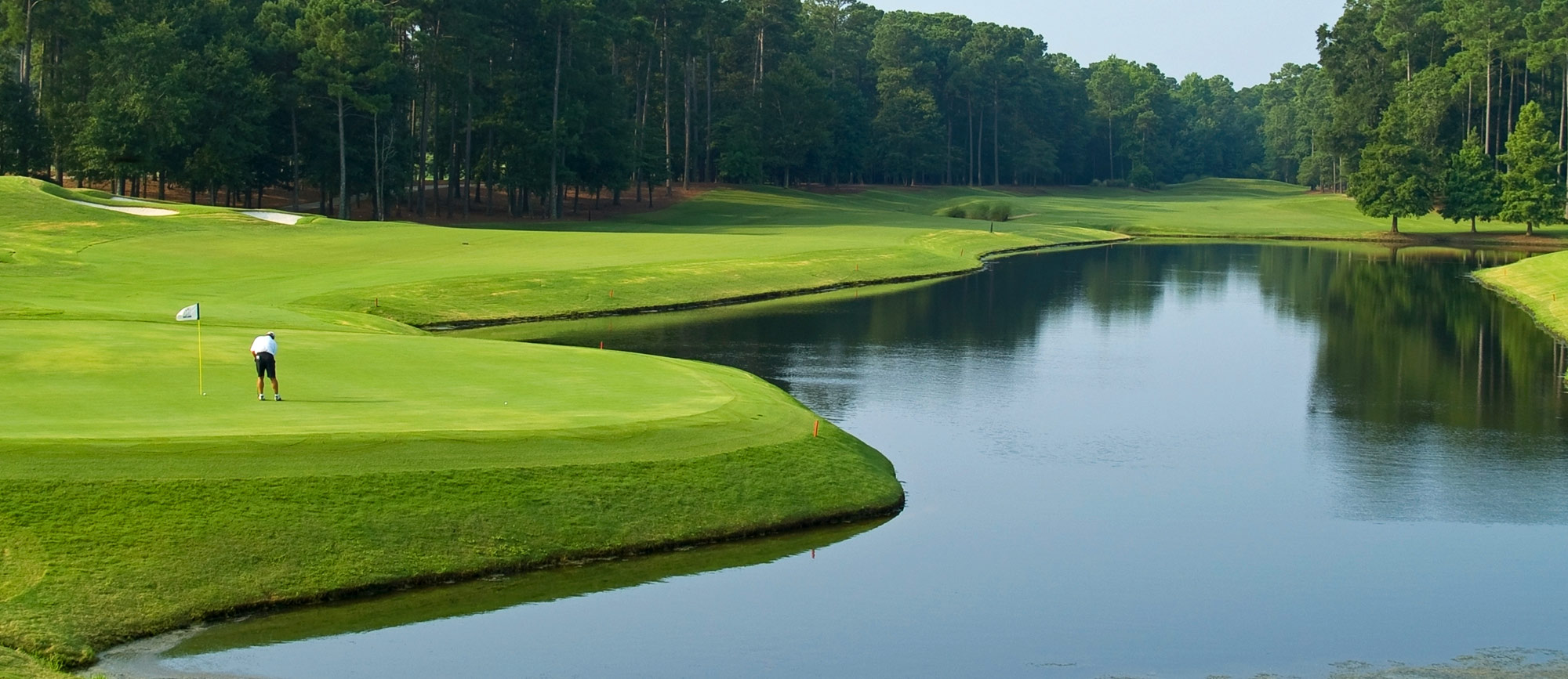 Wooded golf links with water hazard